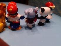 Шесть игрушек и флаг Швейцарии
